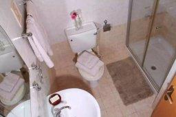 Ванная комната. Кипр, Пафос город : Апартамент в комплексе с бассейном, с гостиной, двумя спальнями, двумя ванными комнатами и балконом
