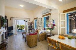 Гостиная. Кипр, Санрайз Протарас : Уютная вилла с бассейном и двориком с барбекю, 3 спальни, 3 ванные комнаты, парковка, Wi-Fi