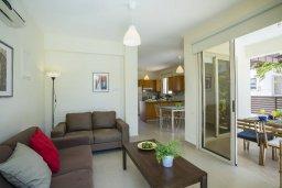 Гостиная. Кипр, Санрайз Протарас : Прекрасная вилла с бассейном и двориком с барбекю, 2 спальни, 2 ванные комнаты, парковка, Wi-Fi