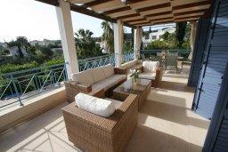 Патио. Кипр, Лачи : Уютная вилла с бассейном и зеленым двориком, 4 спальни, 2 ванные комнаты, барбекю, парковка, Wi-Fi