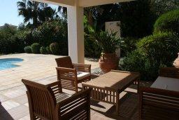 Обеденная зона. Кипр, Лачи : Уютная вилла с бассейном и зеленым двориком, 4 спальни, 2 ванные комнаты, барбекю, парковка, Wi-Fi