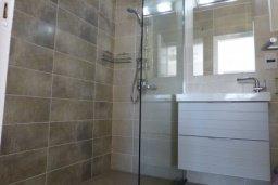 Ванная комната. Кипр, Нисси Бич : Уютная студия с телевизором, кондиционером и балконом