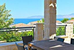 Обеденная зона. Кипр, Лачи : Роскошная вилла с бассейном и зеленым двориком с барбекю, 4 спальни, 4 ванные комнаты, парковка, Wi-Fi