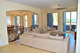 Гостиная. Кипр, Лачи : Роскошная вилла с бассейном и зеленым двориком с барбекю, 4 спальни, 4 ванные комнаты, парковка, Wi-Fi