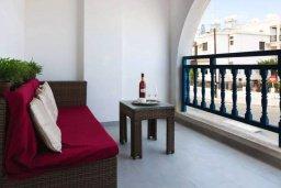 Балкон. Кипр, Центр Айя Напы : Студия в комплексе с бассейном, с кондиционером, плазменным телевизором и балконом