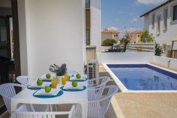 Обеденная зона. Кипр, Пернера Тринити : Современная вилла с бассейном и двориком с барбекю, 3 спальни, 2 ванные комнаты, парковка, Wi-Fi