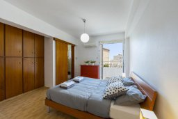 Спальня. Кипр, Ларнака город : Современный апартамент с видом на солёное озеро, с гостиной, двумя спальнями и балконом
