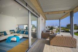 Патио. Кипр, Фиг Три Бэй Протарас : Современная вилла с бассейном и зеленой лужайкой, 2 спальни, 2 ванные комнаты, патио, барбекю, парковка, Wi-Fi
