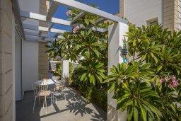 Терраса. Кипр, Каппарис : Прекрасная вилла с бассейном и двориком с барбекю, 4 спальни, 3 ванные комнаты, парковка, Wi-Fi