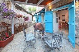 Терраса. Кипр, Какопетрия : Традиционный каменный дом с отдельной спальней на горнолыжном курорте