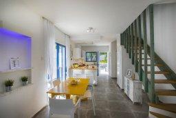 Гостиная. Кипр, Фиг Три Бэй Протарас : Уютная вилла с зеленым двориком, патио и барбекю, 2 спальни, 2 ванные комнаты, парковка, Wi-Fi