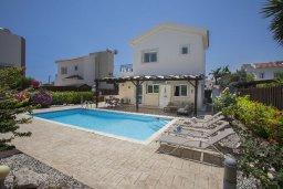 Фасад дома. Кипр, Ионион - Айя Текла : Прекрасная вилла в 100 метрах от пляжа, с бассейном и зеленым двориком с барбекю, 3 спальни, 2 ванные комнаты, патио, парковка, Wi-Fi