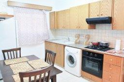 Кухня. Кипр, Ларнака город : Апартамент с гостиной, двумя спальнями и балконом