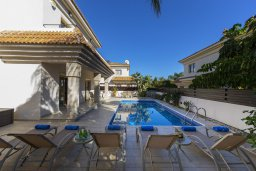 Бассейн. Кипр, Каппарис : Прекрасная вилла в 100 метрах от пляжа с бассейном и двориком с барбекю, 3 спальни, 3 ванные комнаты, парковка, Wi-Fi