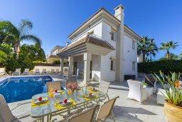 Фасад дома. Кипр, Каппарис : Прекрасная вилла в 100 метрах от пляжа с бассейном и двориком с барбекю, 3 спальни, 3 ванные комнаты, парковка, Wi-Fi