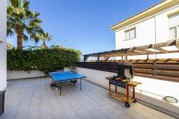 Территория. Кипр, Каппарис : Прекрасная вилла в 100 метрах от пляжа с бассейном и двориком с барбекю, 3 спальни, 3 ванные комнаты, парковка, Wi-Fi