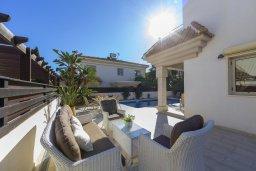 Патио. Кипр, Каппарис : Прекрасная вилла в 100 метрах от пляжа с бассейном и двориком с барбекю, 3 спальни, 3 ванные комнаты, парковка, Wi-Fi