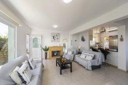 Гостиная. Кипр, Фиг Три Бэй Протарас : Прекрасная вилла с зеленым двориком, патио и барбекю, 5 спален, 2 ванные комнаты, парковка, Wi-Fi