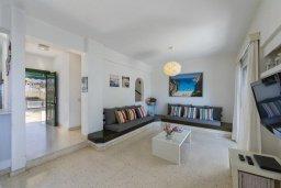 Гостиная. Кипр, Санрайз Протарас : Уютная вилла с двориком и барбекю, 2 спальни, 2 ванные комнаты, парковка, Wi-Fi