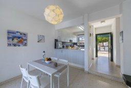 Обеденная зона. Кипр, Санрайз Протарас : Уютная вилла с двориком и барбекю, 2 спальни, 2 ванные комнаты, парковка, Wi-Fi