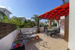 Терраса. Кипр, Ионион - Айя Текла : Современная вилла с 2 спальнями, приватным двориком с патио и барбекю, расположена в тихом закрытом комплексе с бассейном