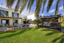 Территория. Кипр, Коннос Бэй : Роскошная вилла с панорамным видом на море, с 4 спальнями, с бассейном, тенистой террасой с патио и барбекю, расположена в тихом и закрытом жилом комплексе