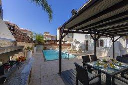 Обеденная зона. Кипр, Пернера Тринити : Прекрасная вилла с бассейном, патио и барбекю, 3 спальни, 2 ванные комнаты, парковка, Wi-Fi