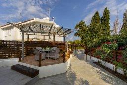 Обеденная зона. Кипр, Каво Марис Протарас : Уютная вилла с бассейном и приватным двориком с барбекю, 3 спальни, 2 ванные комнаты, сауна, парковка, Wi-Fi
