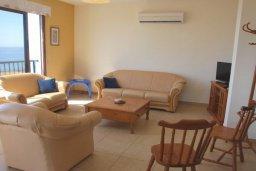 Гостиная. Кипр, Помос : Прекрасная вилла в 50 метрах от пляжа, с бассейном и двориком с барбекю, 5 спален, 4 ванные комнаты, бильярд, парковка, Wi-Fi