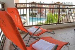 Балкон. Кипр, Пафос город : Апартамент в комплексе с бассейном, с гостиной, отдельной спальни и балконом