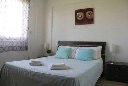 Спальня. Кипр, Пафос город : Апартамент в комплексе с бассейном, с гостиной, отдельной спальни и балконом