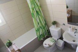 Ванная комната. Кипр, Пафос город : Апартамент в комплексе с бассейном, с гостиной, отдельной спальни и балконом