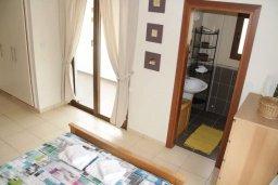 Спальня. Кипр, Киссонерга : Уютная вилла с бассейном и двориком с барбекю, 3 спальни, 2 ванные комнаты, парковка, Wi-Fi