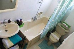 Ванная комната. Кипр, Пафос город : Апартамент с гостиной, двумя спальнями и баклном