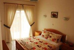 Спальня. Кипр, Пафос город : Таунхаус в комплексе с бассейном и зеленой территорией, 2 спальни, терраса, Wi-Fi