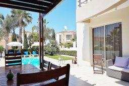 Территория. Кипр, Каппарис : Уютная вилла в 100 метрах от пляжа с бассейном и двориком с барбекю, 4 спальни, 3 ванные комнаты, парковка, Wi-Fi