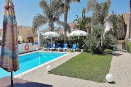 Бассейн. Кипр, Каппарис : Уютная вилла в 100 метрах от пляжа с бассейном и двориком с барбекю, 4 спальни, 3 ванные комнаты, парковка, Wi-Fi