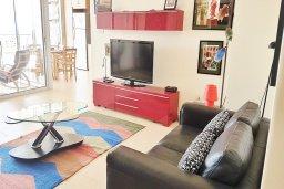 Гостиная. Кипр, Ларнака город : Апартамент с гостиной, двумя спальнями и большим балконом с видом на море