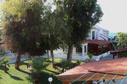 Территория. Кипр, Декелия - Ороклини : Мезонет в 100 метрах от пляжа с гостиной, двумя спальнями и террасой