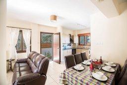 Гостиная. Кипр, Ионион - Айя Текла : Прекрасная вилла с приватным двориком в комплексе с бассейном, 3 спальни, 3 ванные комнаты, барбекю, парковка, Wi-Fi
