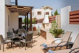 Терраса. Кипр, Ионион - Айя Текла : Прекрасная виллы в 100 метрах от пляжа, с бассейном и приватным двориком с барбекю, 4 спальни, 5 ванных комнат, парковка, Wi-Fi