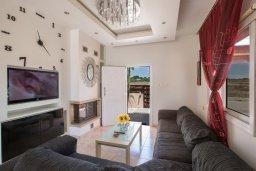 Гостиная. Кипр, Ионион - Айя Текла : Уютная вилла с бассейном и двориком с барбекю, 2 спальни, 2 ванные комнаты, парковка, Wi-Fi