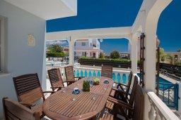Обеденная зона. Кипр, Ионион - Айя Текла : Прекрасная вилла с бассейном и двориком с барбекю, 2 спальни, 2 ванные комнаты, парковка, Wi-Fi