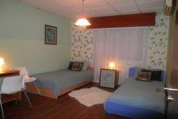 Спальня 2. Кипр, Гермасойя Лимассол : Уютная вилла с бассейном и зеленым двориком, 3 спальни, парковка, Wi-Fi