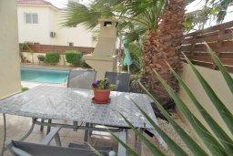 Обеденная зона. Кипр, Нисси Бич : Прекрасная вилла с бассейном и двориком с барбекю, 3 спальни, парковка, Wi-Fi