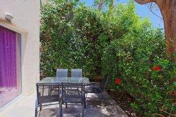 Обеденная зона. Кипр, Аргака : Прекрасная вилла с бассейном и барбекю в 130 метрах от пляжа, 3 спальни, 3 ванные комнаты, парковка, Wi-Fi