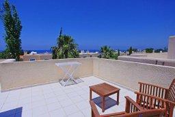 Терраса. Кипр, Аргака : Прекрасная вилла с бассейном и барбекю в 130 метрах от пляжа, 3 спальни, 3 ванные комнаты, парковка, Wi-Fi