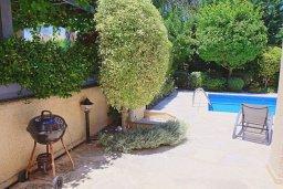 Территория. Кипр, Аргака : Прекрасная вилла с бассейном и барбекю в 130 метрах от пляжа, 3 спальни, 3 ванные комнаты, парковка, Wi-Fi