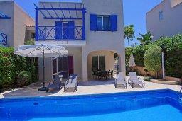 Фасад дома. Кипр, Аргака : Прекрасная вилла с бассейном и барбекю в 130 метрах от пляжа, 3 спальни, 3 ванные комнаты, парковка, Wi-Fi