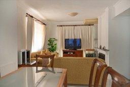 Гостиная. Кипр, Гермасойя Лимассол : Двухэтажный дом с бассейном и зеленым двориком, 3 спальни, 2 ванные комнаты, Wi-Fi